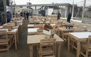 Los internos donaron muebles, percheros y juguetes.