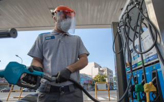 YPF aumenta la nafta un 15% en tres tramos durante los próximos tres meses