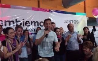 Arturo Rojas, a plena celebración. (Foto elecos.com.ar)