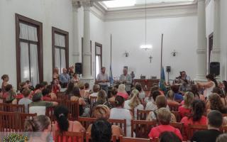 Coronel Suárez: Intendente y diputada Merquel estuvieron con trabajadores suspendidos de Dass