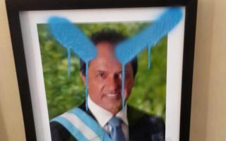 Pintadas en el despacho de Guacone. Foto: LaNoticia1.
