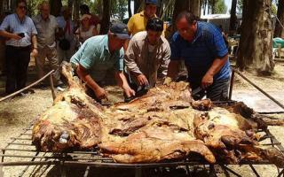 General Pinto: Germania celebra la Fiesta de la Vaquillona asada con cuero
