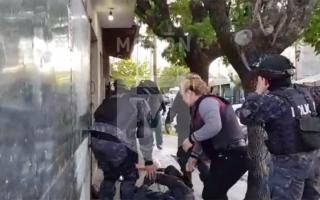 Policía herido durante un tiroteo en un allanamiento en Morón