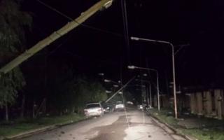 Caída de postes en Pergamino. (Primera Plana)
