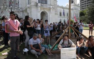 Trabajadores protestaron en la Municipalidad. Foto: El Día
