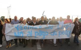 Cáffaro acompañó la protesta junto a los vecinos.