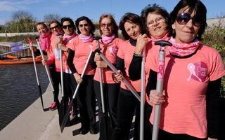 """Grupo de remadoras """"Remeras Rosas"""""""
