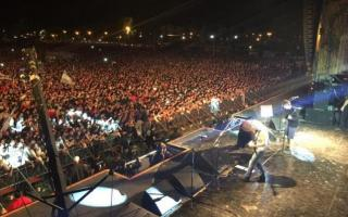 Una verdadera multitud en el recital. Foto: Twitter @josepalazzo