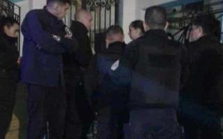 La Policía ingresó al Colegio Nacional de San Isidro para impedir la toma a favor del aborto. Foto: Prensa