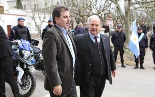 Entrega de vehículos policiales en Exaltación de la Cruz