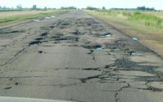 Así están muchas de las rutas provinciales.