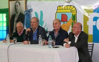 """""""Cacho"""" Álvarez y el """"Momo"""" Venegas encabezaron el acto. Foto: La Ciudad, el diario de Avellaneda"""