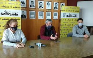 Juan Miguel Nosetti, jefe comunal, al brindar detalles de los casos en conferencia de prensa.