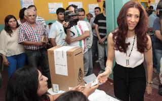 Claudia Ledesma Abdala, esposa del Gobernador Zamora, favorita en las encuestas previas.