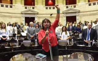 Mónica Schlotthauer juró como diputada nacional por la rotación de bancas de la izquierda