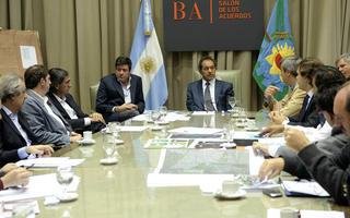Scioli y su equipo de trabajo recibió a los jefes comunales de distritos inundados.