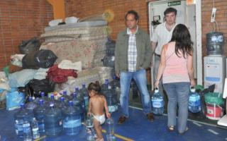 El Gobernador se defendió de las críticas por la inundación y los evacuados en Luján. Foto: Diario de Luján.