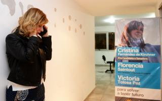 Florencia Saintout en su local partidario de La Plata.