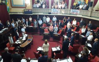 Minuto de silencio en el Senado bonaerense. Foto: @SenadoresUC_FPV