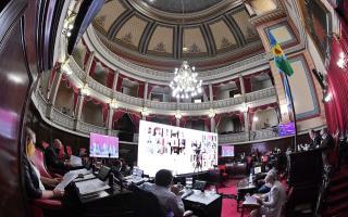Senado bonaerense: Sancionan ley que expropia inmuebles para construir cárceles y alcaidías con críticas de la oposición
