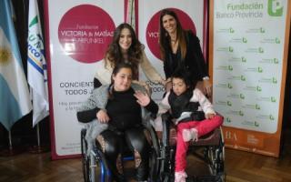 Victoria Vanucci entregó sillas de ruedas junto a la Fundación BaPro