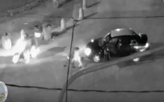 Un tachero fue brutalmente agredido por el conductor de una camioneta. (Captura de pantalla)