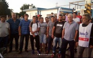 Trabajadores del Frigorífico Pehuajó aguardaban por el depósito de 2500 pesos. Foto: CTA Provincia de Buenos Aires