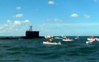 El submarino sorprendió a los competidores. Foto: Captura TN