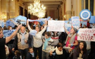 La manifestación para impedir que hablara Rubinstein en Tandil. (El Eco)