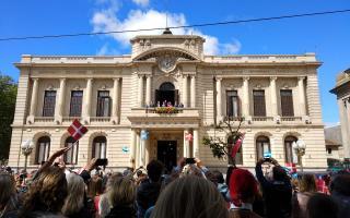 La Reina Margarita II de Dinamarca en Tandil (Foto: El Eco)