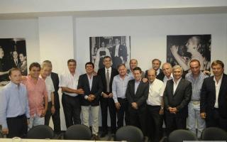 Randazzo fue recibido por los jefes comunales bonerenses. Foto: AgenHoy