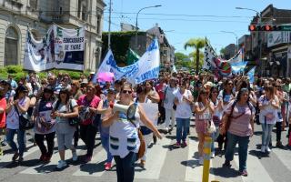 Los maestross marcharon por el centro de Tigre.