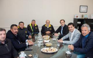 El presidente del bloque de Cambiemos en Diputados y el intendente de La Plata llegaron a un acuerdo con el sindicato de taxistas