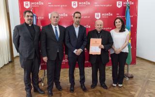 Tagliaferro y el Obispo Jorge Vázquez firmaron la escritura de la Catedral de Morón tras 288 años de espera