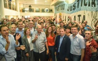 Gray estuvo en encuentro del Consejo del PJ bonaerense en La Plata.