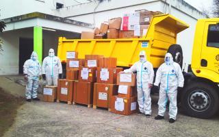 Personal vial realizó la descarga de insumos sanitarios en la Región Sanitaria de Junín.