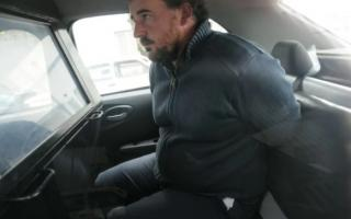 Vicini, al ser trasladado a la Comisaría Segunda. Foto: La Capital de Mar del Plata.
