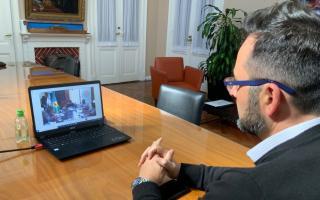 Víctor Aiola en reunión virtual con Kicillof