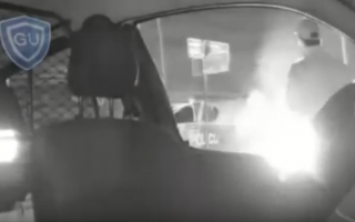 Viedo: Prende fuego su moto para que no se la secuestren en Coronel Pringles