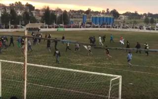 Violencia en el Fútbol: Corridas, policías heridos y el robo de la copa en la Liga de Mar Chiquita