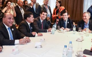 Urtubey se reunió con gobernadores peronistas con eje en la unidad