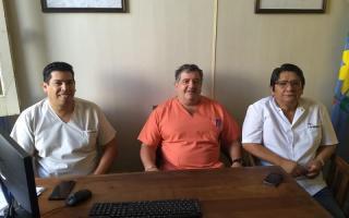 De izquierda a derecha: Horacio Rodríguez, auditor; Ángel Pereyra, Secretario de Salud; José Huaman de la Cruz, Director del Hospital Municipal San Antonio de Padua.