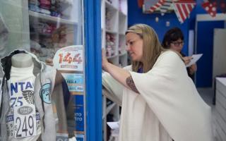 La legisladora Petrovich encabezó la difusión de la Línea 144. Foto: Prensa