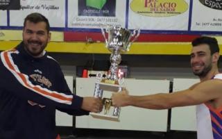 Martirena y Tortonesi comparten el trofeo.