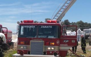 Zárate: Incendio en una papelera de Lima