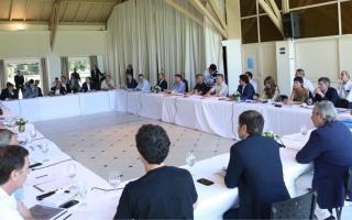 Coronavirus: Reforzarán la seguridad en el Conurbano, tras reunión de Kicillof e intendentes en Olivos