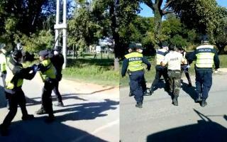La insólita pelea fue filmada por un camionero.
