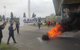 Alrededor de cien trabajadores realizan la protestas