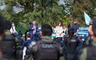 El Presidente entregó equipamiento a las fuerzas federales y anunció mil gendarmes más para el AMBA