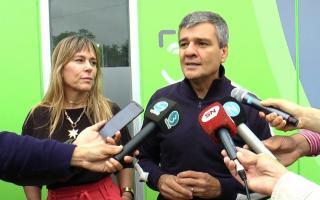 """Juliana Di Tullio, Directora del Banco Provincia, junto a """"Juanchi"""" Zabaleta, intendente de Hurlingham"""